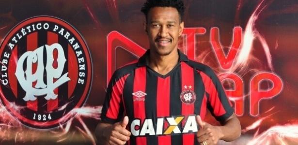 Fabrício chega ao Atlético-PR por empréstimo até o final do ano