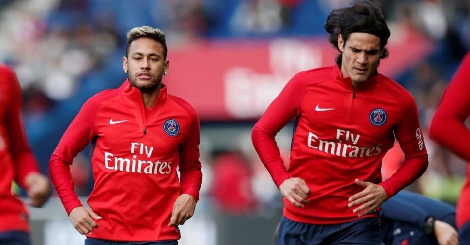 Neymar e Cavani se aquecem para duelo do PSG contra o Bordeaux