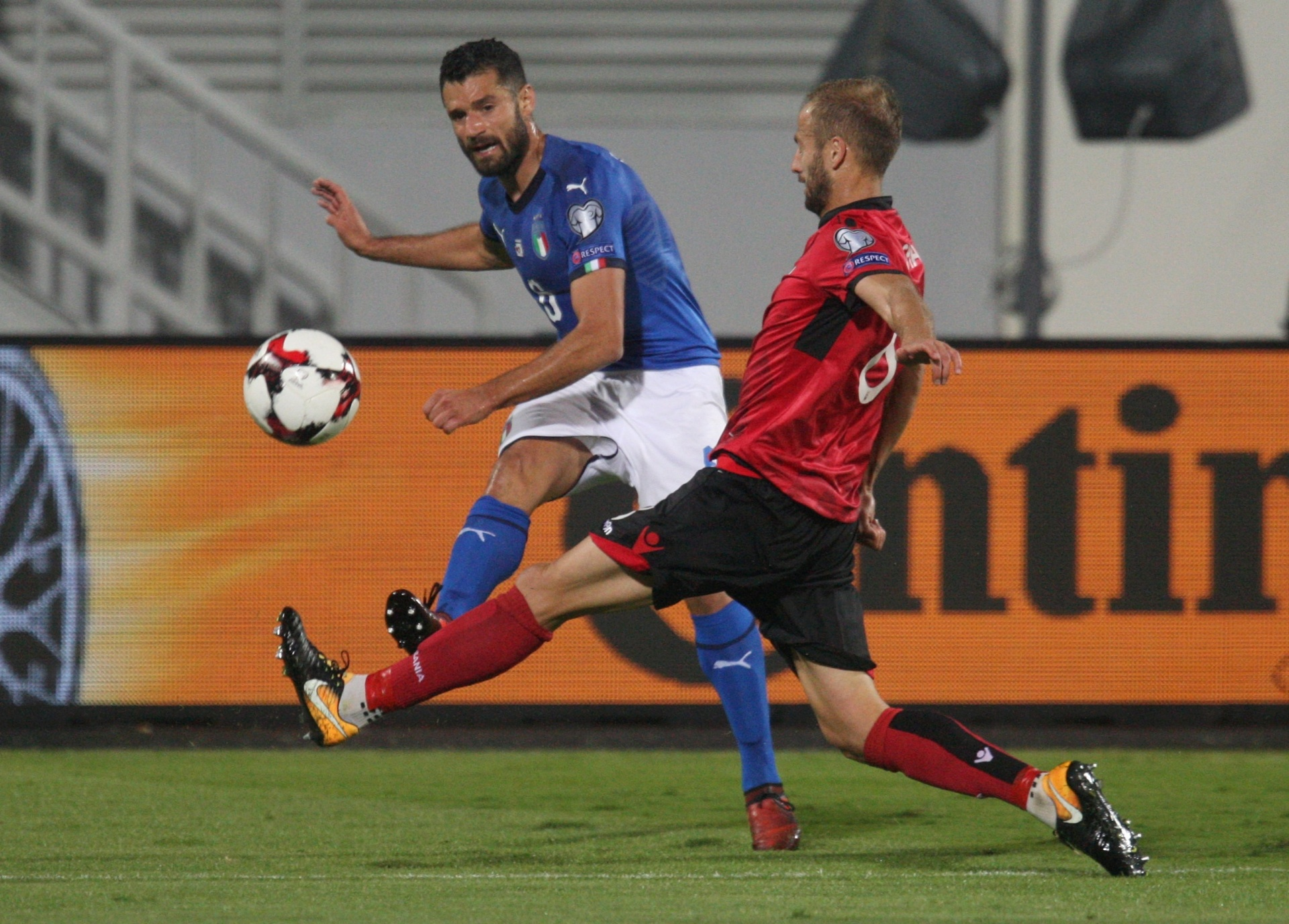 Itália vence Albânia em jogo fraco e será cabeça de chave na repescagem -  09 10 2017 - UOL Esporte a4c703f8540d2