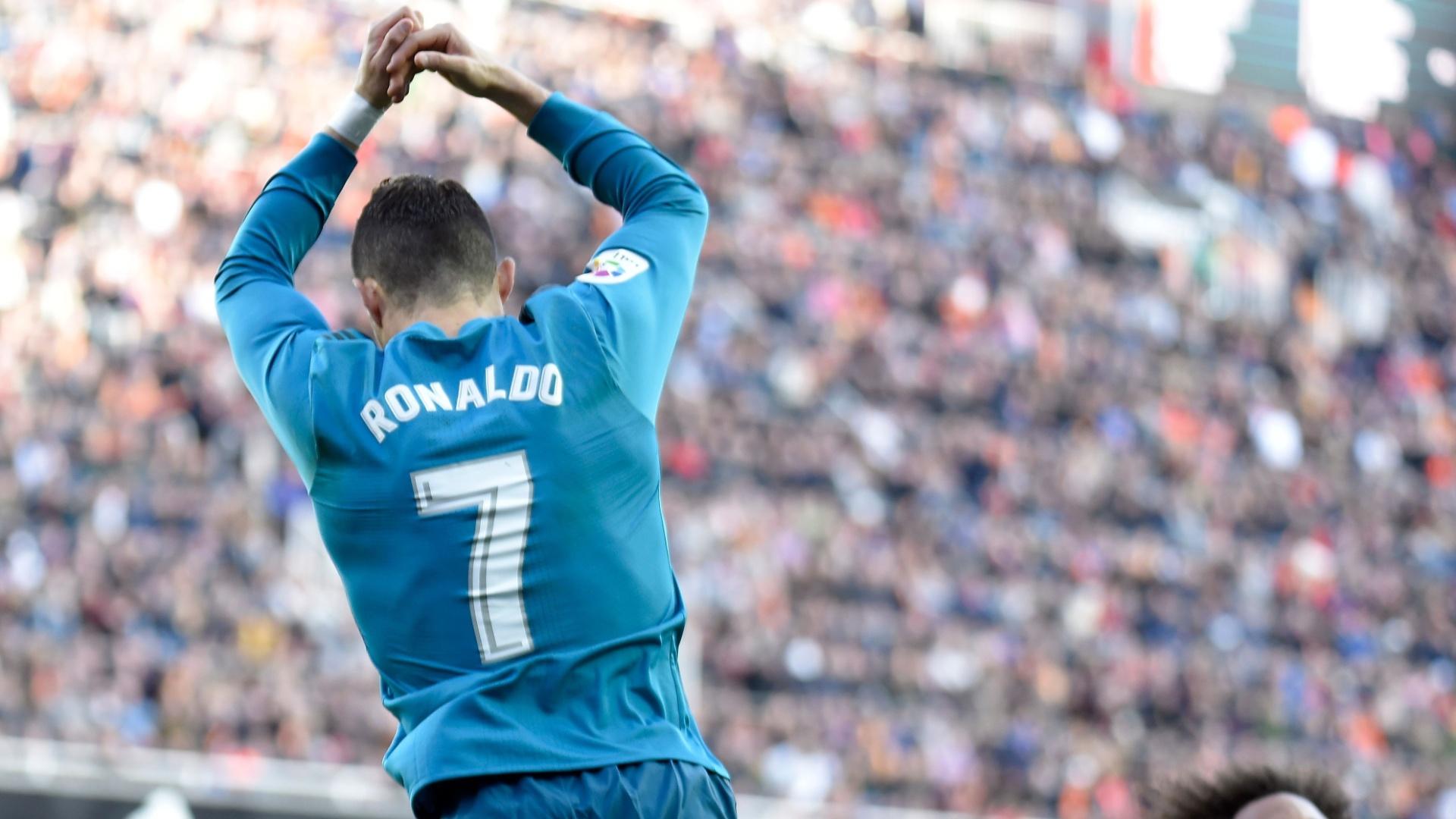 Ronaldo fez dois gols de pênalti no primeiro tempo