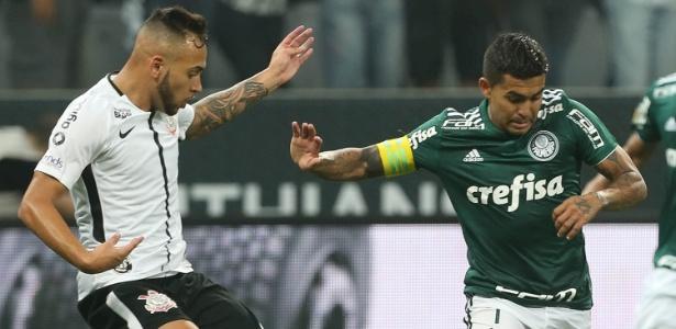 Maycon e Dudu em ação na partida entre Corinthians e Palmeiras, na final do Paulista