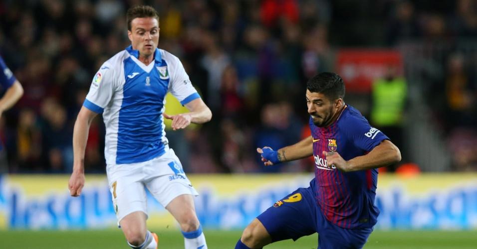 Suárez em ação pelo Barcelona