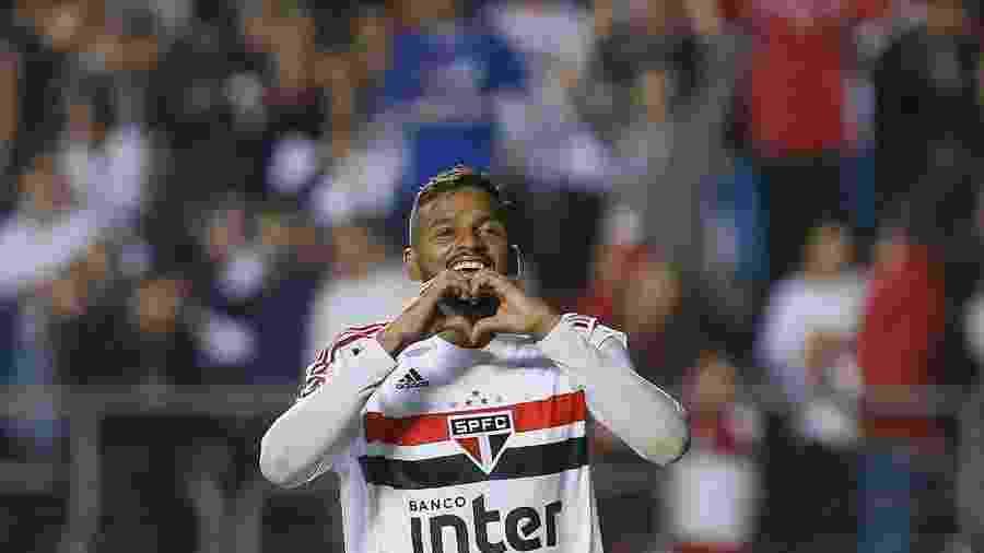 Reinaldo celebra gol do São Paulo contra o Corinthians - Marcello Zambrana/AGIF