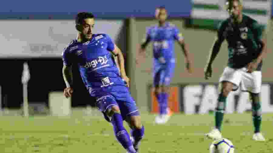 Robinho, meio-campista do Cruzeiro, cumprirá suspensão contra a Chapecoense - Heber Gomes/AGIF