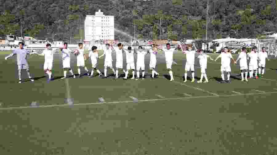 Sub-13 do Santos agradece torcida no CT Meninos da Vila - Pedro Ernesto Guerra Azevedo/Santos FC