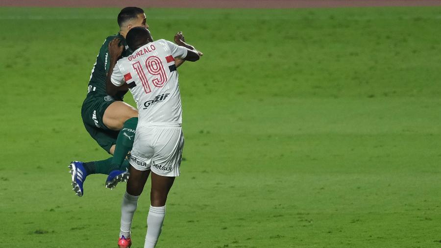 Gonzalo Carneiro, do São Paulo, sente após dividida com Luan, do Palmeiras, e sai do clássico do Brasileirão 2020 - Marcello Zambrana/AGIF