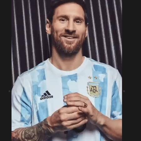 Messi posa com nova camisa da Argentina - Reprodução/Instagram