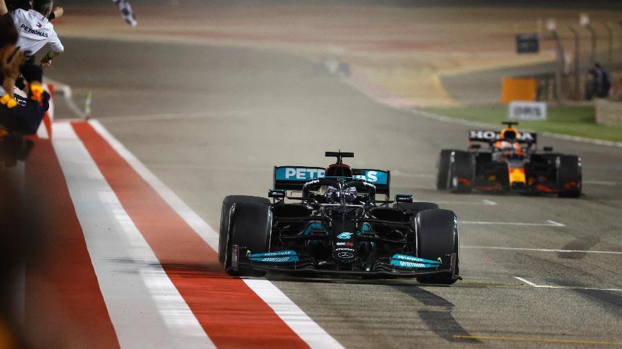 Lewis Hamilton vence GP de abertura da temporada da F1 com apenas 0s7 de vantagem para Verstappen - LAT Images