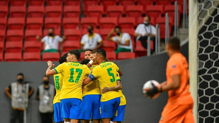 Jogadores da seleção brasileira comemoram gol sobre a Venezuela, na abertura da Copa América - Mateus Bonomi/AGIF