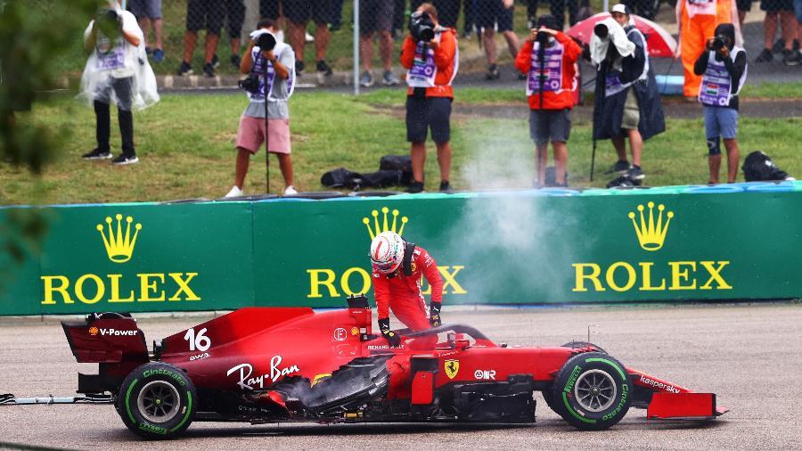 A Ferrari de Charles Leclerc ficou bastante avariada após acidente na primeira volta do GP da Hungria - Dan Istitene - Formula 1/Formula 1 via Getty Images