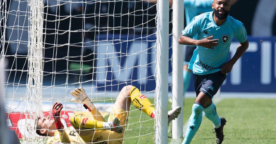 Chay comemora seu gol contra o Vila Nova-GO na Série B