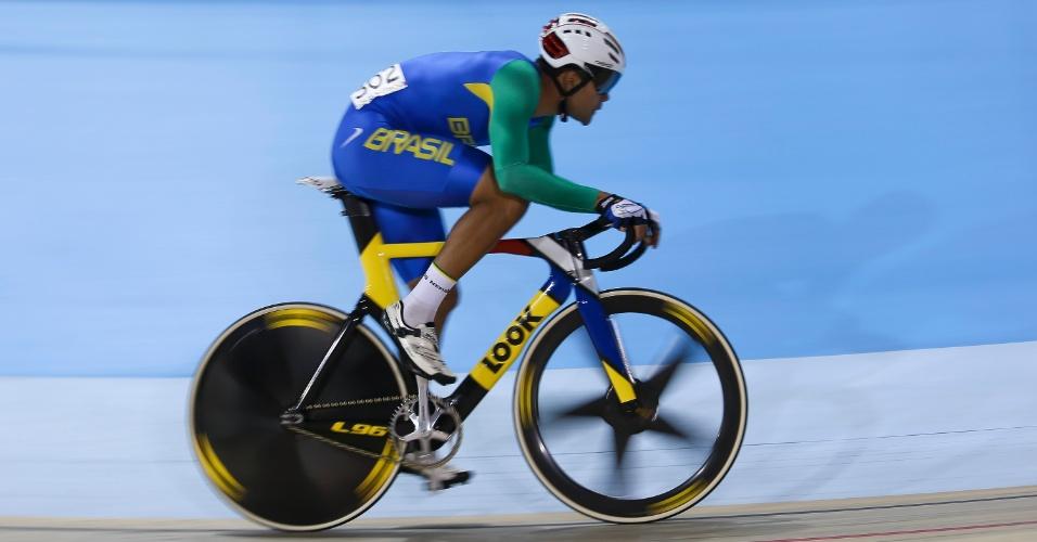 Gideone Monteiro, na Prova de Ciclismo Pista. Brasileiro terminou na segunda colocação na bateria eliminatória