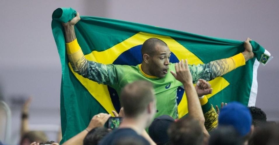 Maik comemora vitória do Brasil no handebol masculino contra a Argentina