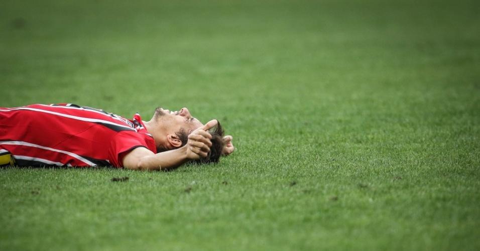 Rodrigo Caio se lamenta após derrota do São Paulo para o Corinthians, pelo Campeonato Paulista