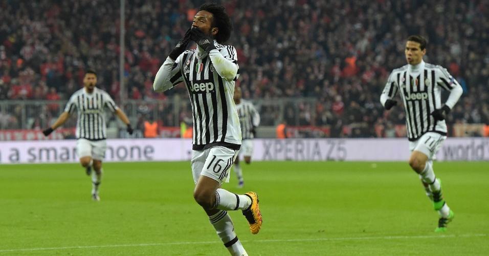 Cuadrado comemora após marcar lindo gol para a Juventus contra o Bayern de Munique