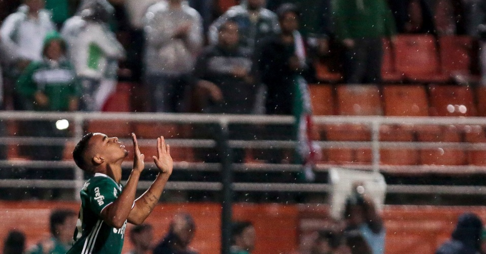 Gabriel Jesus comemora gol do Palmeiras