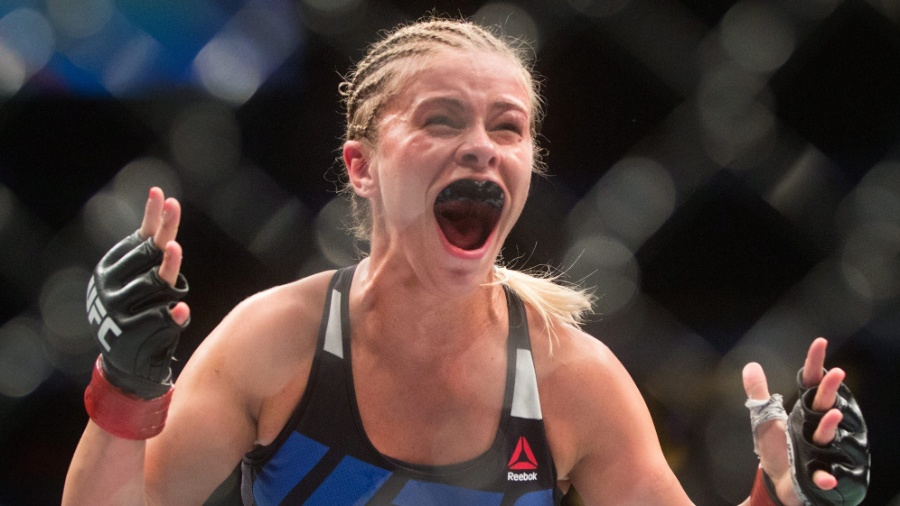 Paige VanZant comemora após nocaute espetacular sobre Bec Rawlings no UFC Vancouver - Darryl Dyck/The Canadian Press