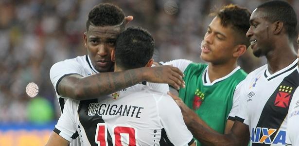 Thalles (à esquerda) foi o autor dos dois gols do Vasco na partida contra o Ceará