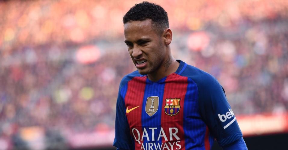 Neymar faz careta durante clássico entre Barcelona e Real Madrid