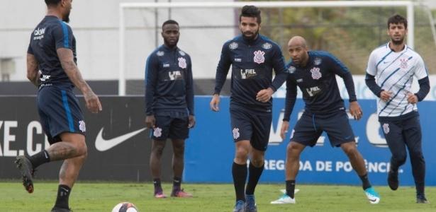 Corinthians tampou patrocínio da Caixa nos uniformes