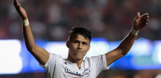 O atacante Luiz Araújo pode deixar o São Paulo