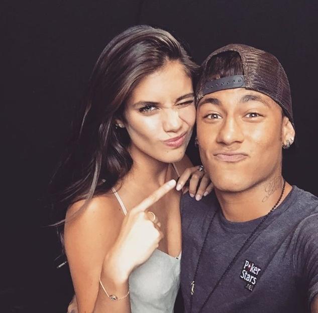 Neymar e a modelo Sara Sampaio são amigos desde 2015