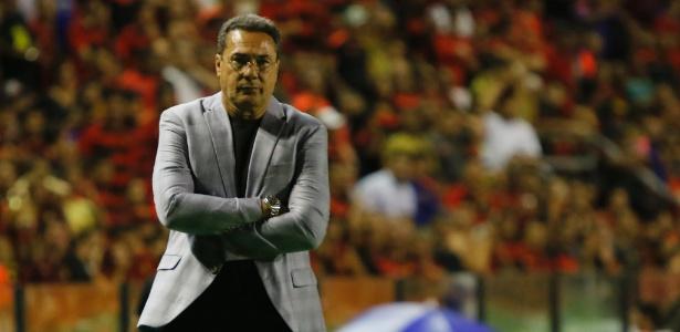 "Luxemburgo ""jogou a toalha"" na meta de classificar a equipe para a Libertadores - Clélio Tomaz/AGIF"