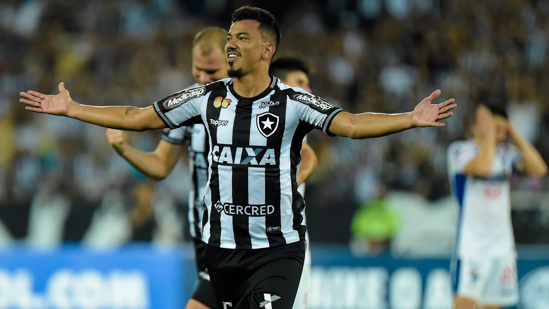 Rodrigo Lindoso comemora gol do Botafogo diante do Nacional-PAR