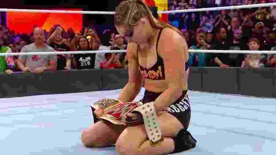 Ronda Rousey com o cinturão do WWE - Reprodução/WWE