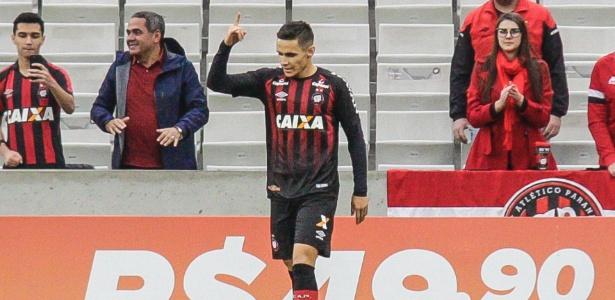 Raphael Veiga se destacou no Atlético-PR e terá chances no Palmeiras - Gabriel Machado/AGIF