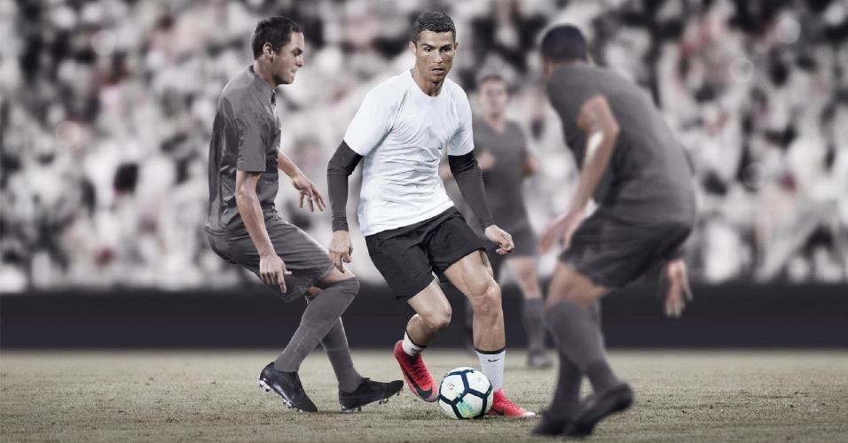 Cristiano Ronaldo, em foto do último lançamento de chuteira com seu nome da Nike