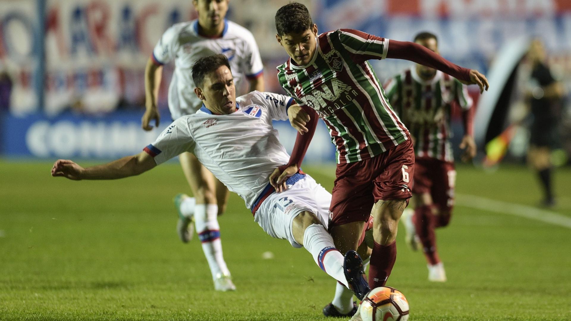 Ayrton Lucas, durante jogo entre Fluminense e Nacional-URU