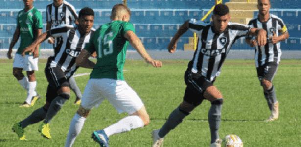 e352482552 Guarani vence com golaço e elimina Botafogo da Copinha - 15 01 2019 ...