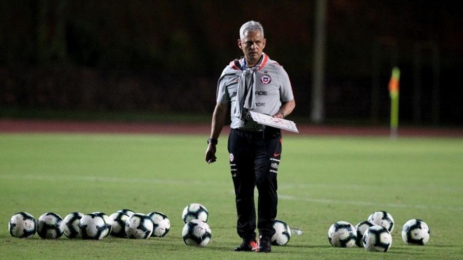 Reinaldo Rueda, técnico da seleção do Chile, sofre críticas por falta de renovação nos convocados - Jeff Crawn
