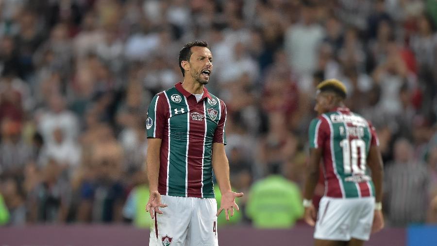 Nenê reclama durante jogo do Fluminense contra o Corinthians; Tricolor pareceu sem encaixe no Maracanã - Thiago Ribeiro/Agif