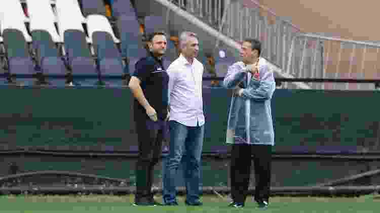 Mazzuco (diretor executivo), Campello (presidente) e Luxa: diretoria quer renovar com o treinador - Rafael Ribeiro / Vasco