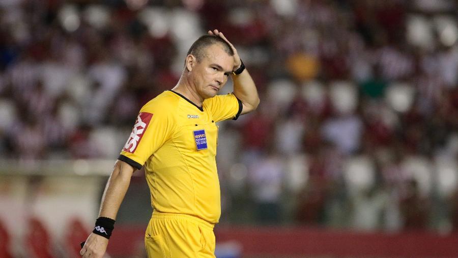 O árbitro Leandro Vuaden relatou em súmula ameças feitas por Cuca, técnico do Atlético-MG - Caio Falcao/AGIF