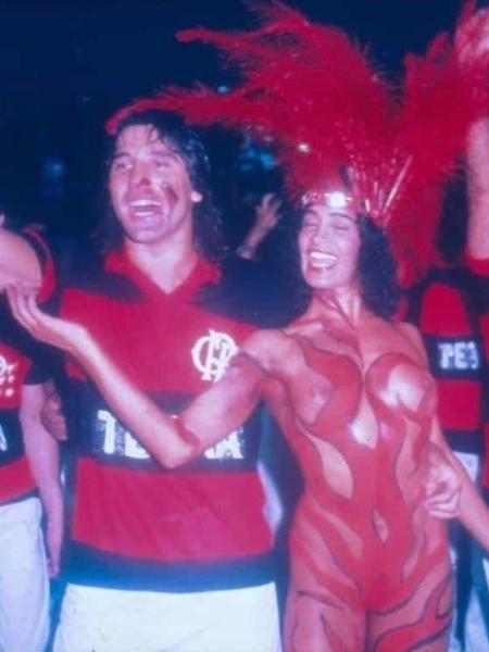 Com Renato Gaúcho, no Carnaval de 1988, quando pintou o corpo com as cores do Flamengo - Arquivo Pessoal/UOL