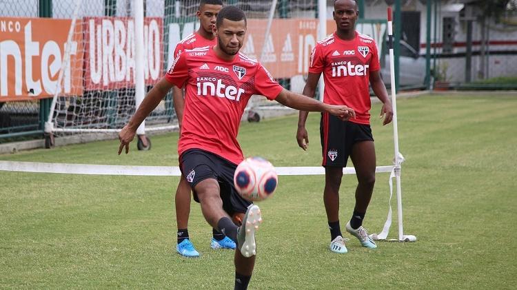 Fabinho tem contrato até 30 de junho deste ano e é considerado o maior campeão de Cotia - Rubens Chiri/saopaulofc.net