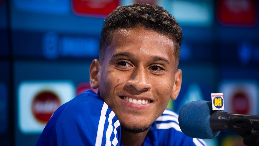 Adriano, volante do Cruzeiro, cumpriu metas contratuais com o clube e atingiu o máximo de salário estipulado em seu contrato - Bruno Haddad/Cruzeiro
