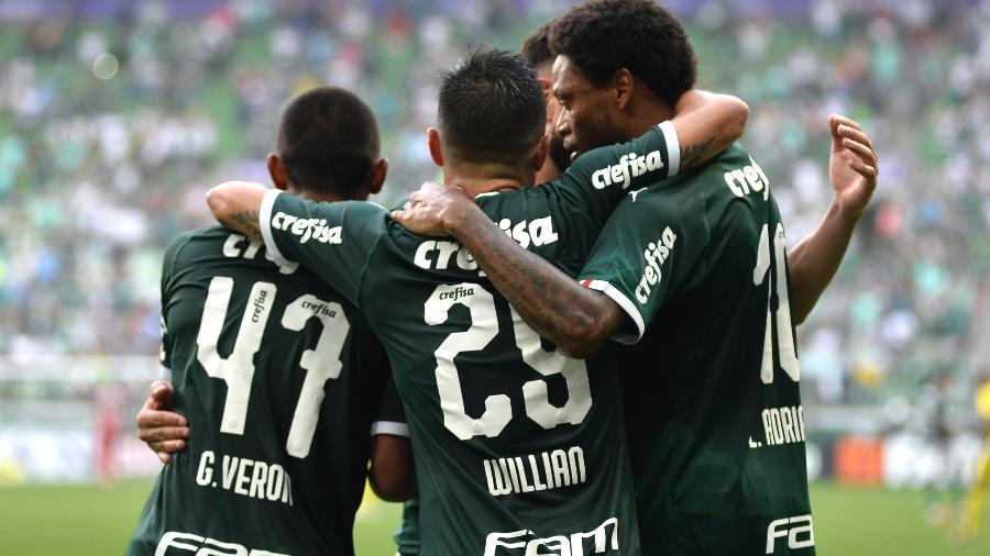 Jogadores do Palmeiras comemoram gol contra o Mirassol, em jogo do Paulistão - Bruno Ulivieri/AGIF