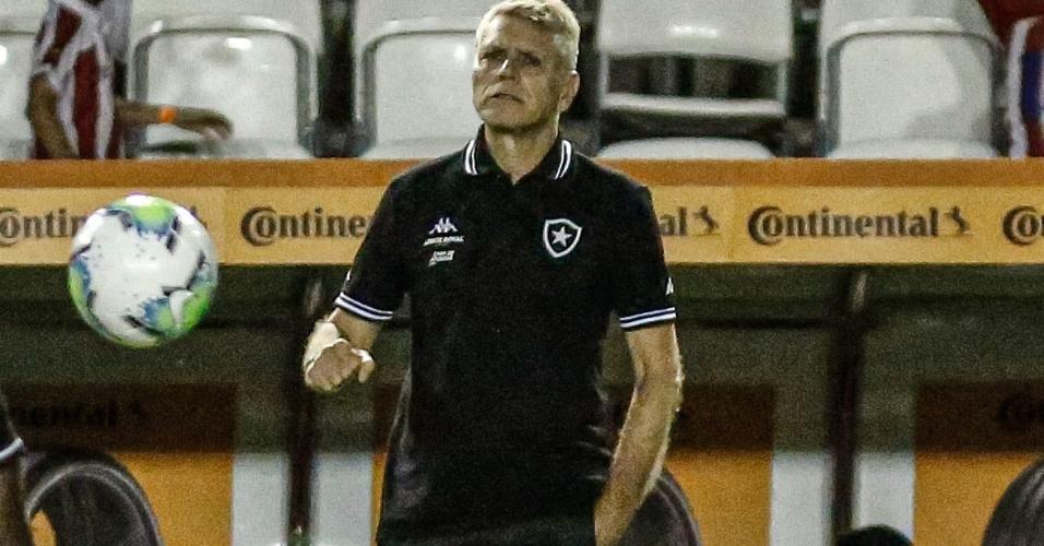 Paulo Autuori, técnico do Botafogo, durante partida contra o Náutico pela Copa do Brasil