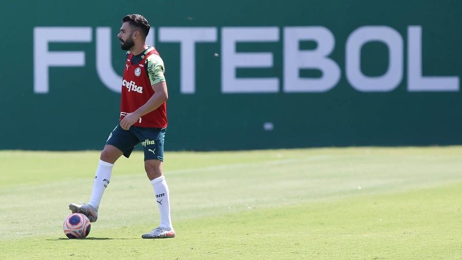 Bruno Henrique domina a bola durante o treino do Palmeiras realizado em março - Cesar Greco/Ag. Palmeiras