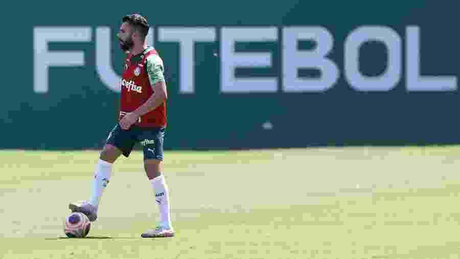 Bruno Henrique domina a bola durante o treino do Palmeiras na Academia de Futebol - Cesar Greco/Ag. Palmeiras
