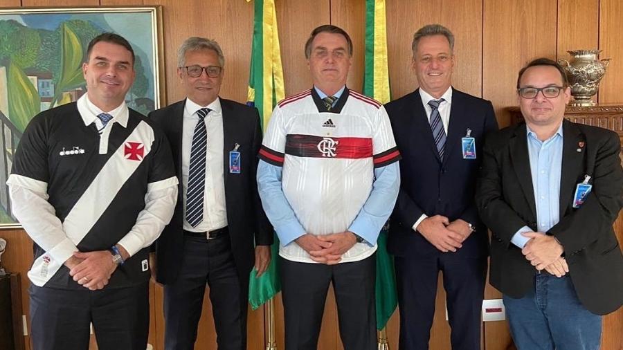 Presidentes de Vasco (Alexandre Campello) e Flamengo (Rodolfo Landim) com o presidente Jair Bolsonaro e um de seus filhos, o senador Flávio Bolsonaro - Reprodução/Instagram Flávio Bolsonaro