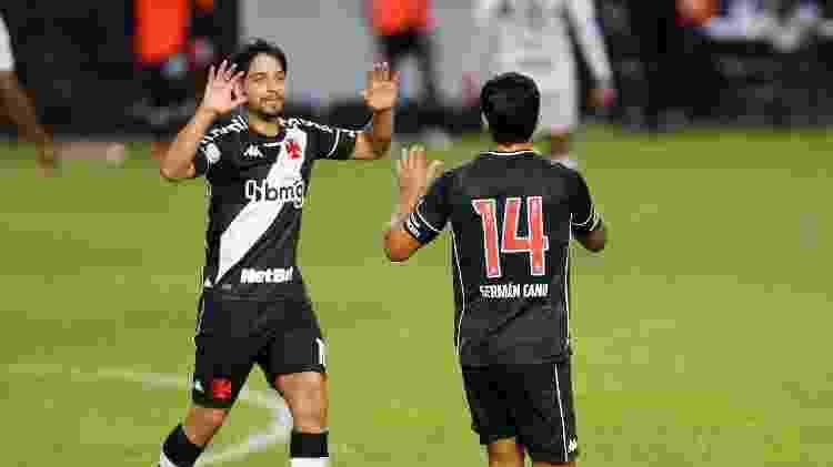 German Cano e Martin Benítez comemoram um dos gols do Vasco sobre o São Paulo, em jogo pelo Brasileirão - Rafael Ribeiro / Vasco - Rafael Ribeiro / Vasco