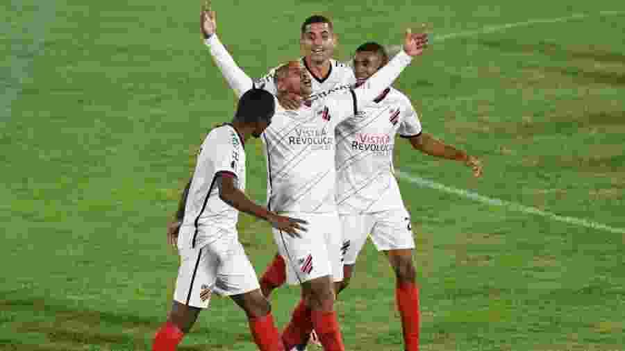 Walter comemora gol marcado contra o Jorge Wilstermann, pela Libertadores  - Divulgação/Athletico