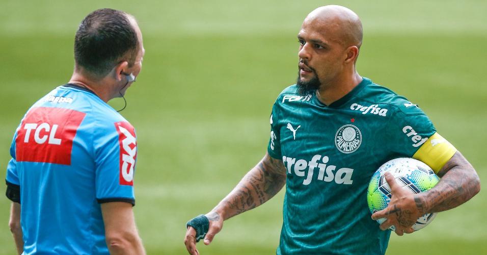 Felipe Melo reclama com a arbitragem durante partida contra o Flamengo