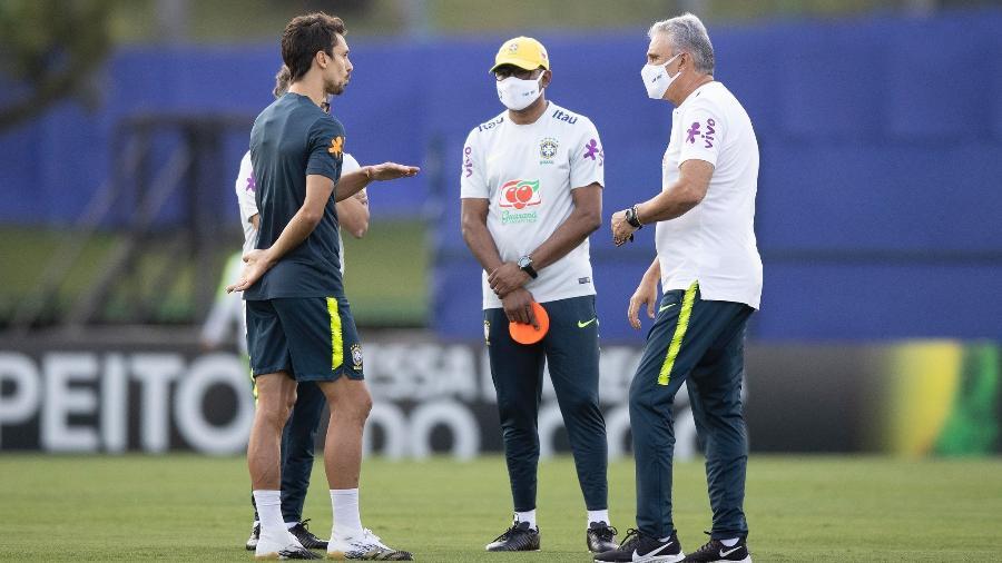 Cléber Xavier, César Sampaio, Rodrigo Caio e Tite durante treino da seleção na Granja Comary - Lucas Figueiredo/CBF