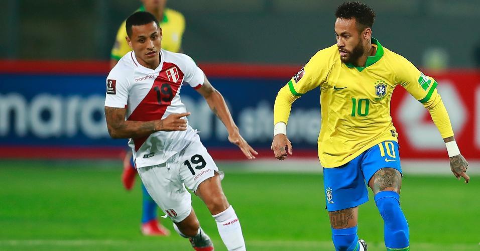 Neymar tenta passar pela marcação de Yotún, durante a partida entre Brasil e Peru